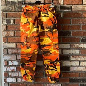 NWT WOMENS Orange Camo Cargo Pants 🧡